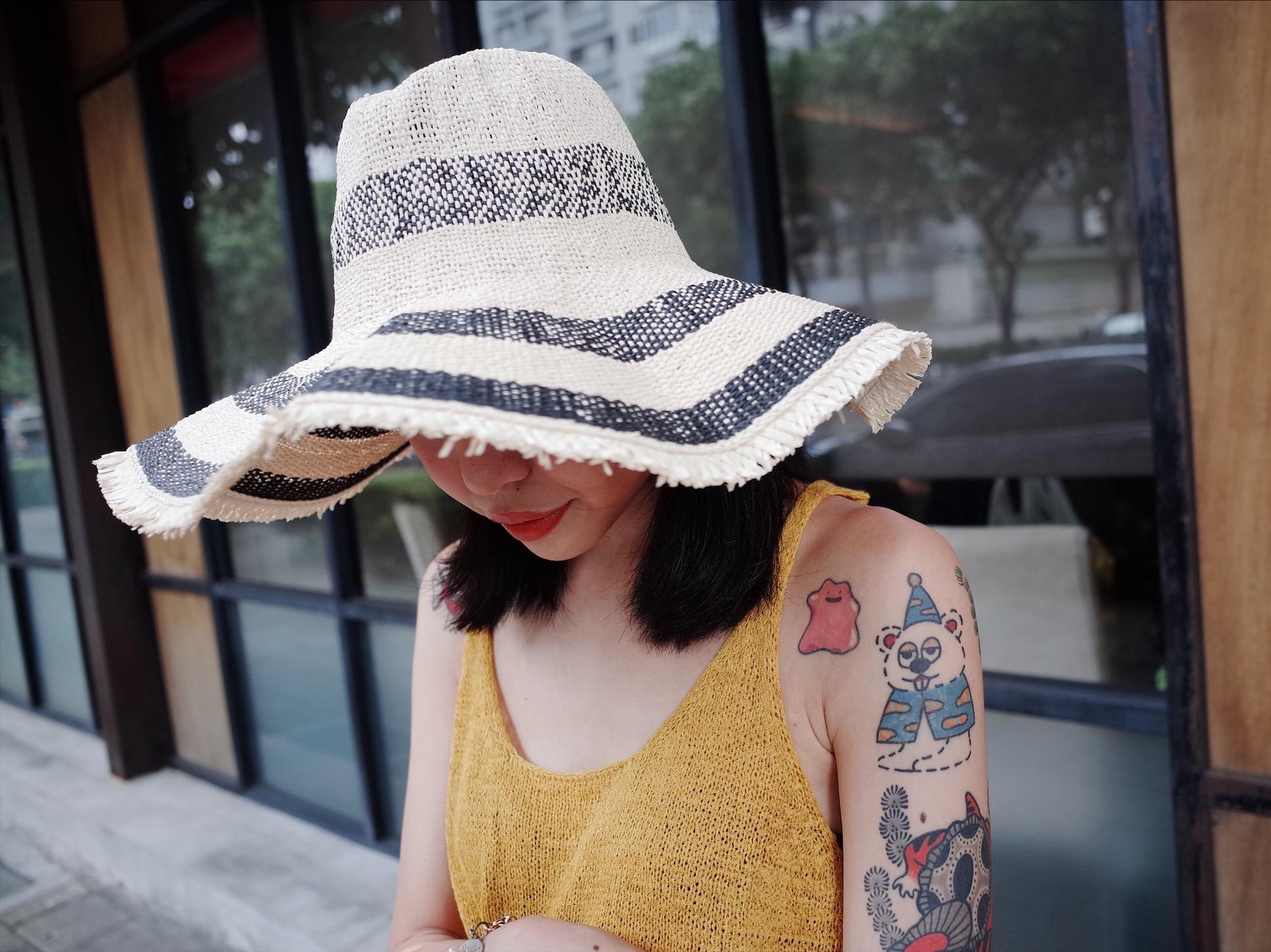 草帽推薦!搭配編織包和印花洋裝,整個春夏穿搭直接搞定