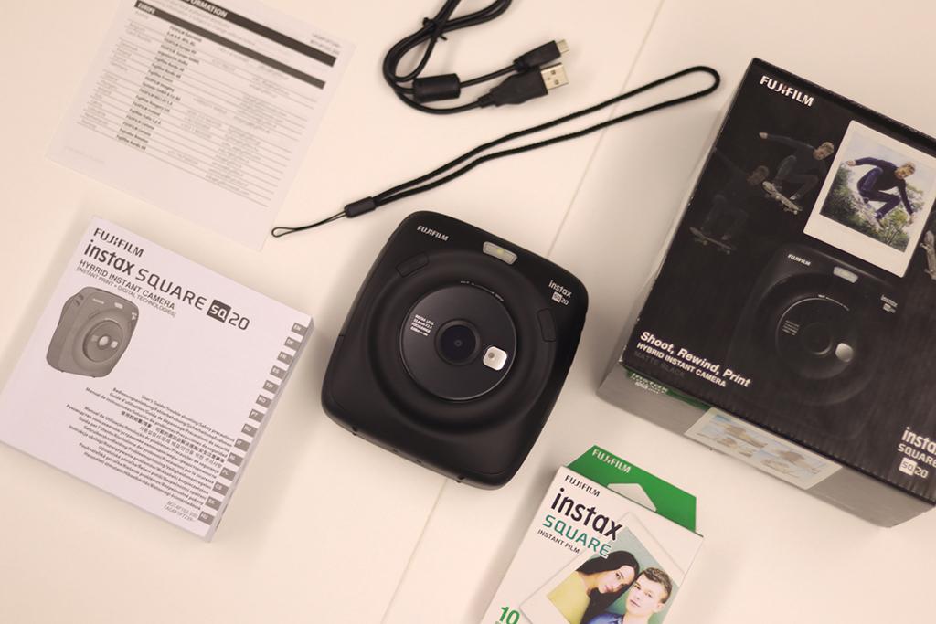 富士 Instax Square SQ20 開箱,智能螢幕挑選照片,濾鏡、亮度輕鬆調整!