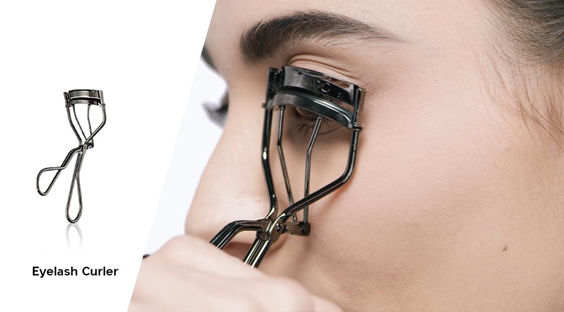 PTT 睫毛夾推薦!搭配這 4 招超實用夾睫毛教學,從此不再睫毛夾不翹!