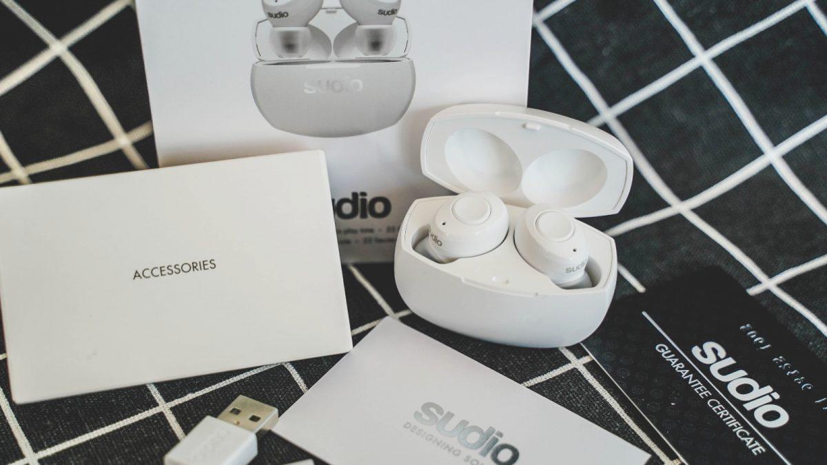 網美系藍芽耳機|Sudio Tolv R 藍牙耳機開箱,北歐經典黑白色,引領時尚輕巧方便!