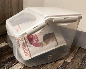 寵物飼料如何保存_建議將飼料存在原包裝,再放進飼料桶放
