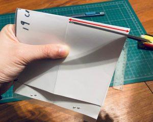 口罩暫存夾DIY-10-垂直剛剛剪的5mm地方往下垂直剪下去