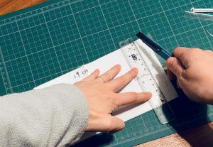 口罩暫存夾DIY-11-把剩下釘起來的那邊也沿著A4紙切開