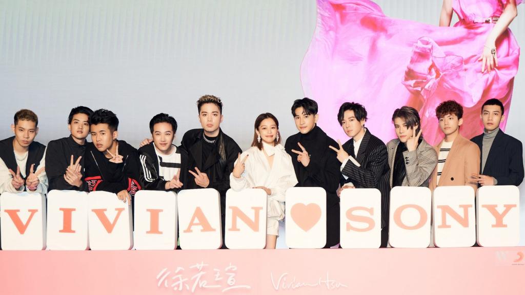 Vivian 徐若瑄加盟索尼音樂| 女神秀筆直美腿歡慶「大四囍」