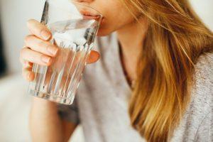 解酒飲料、喝水