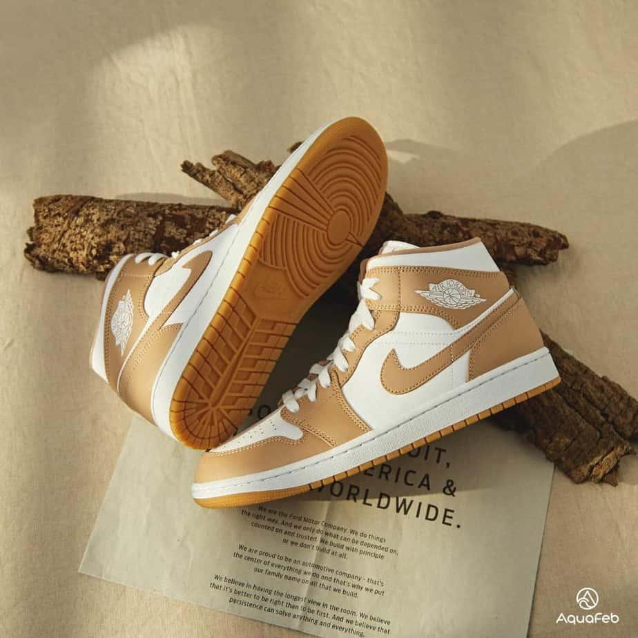 "Nike Air Jordan 1 Mid ""Tan Gum"""